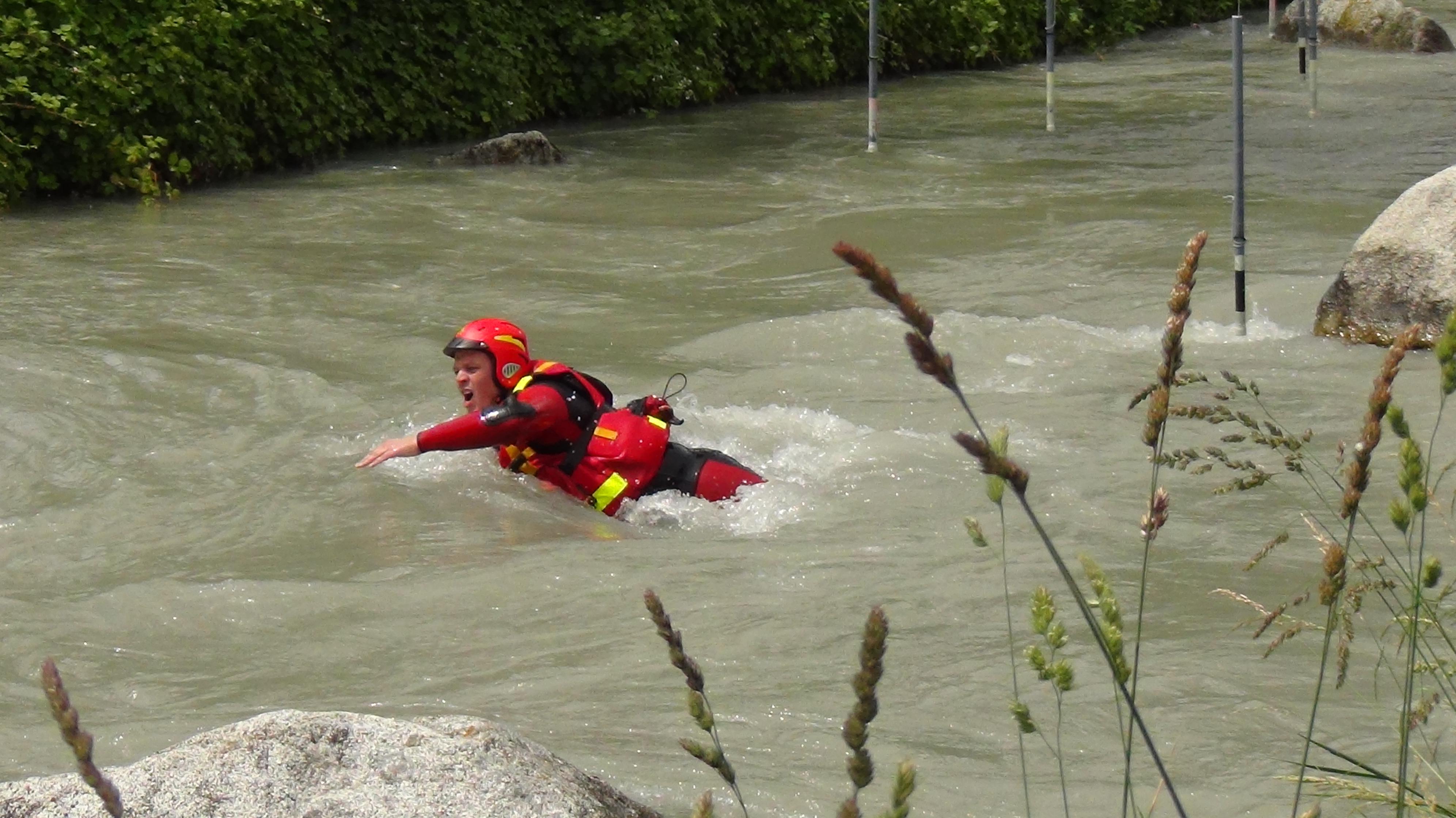 Parte 1: nuotare in fiume con la scuola di soccorso nazionale Rescue Project