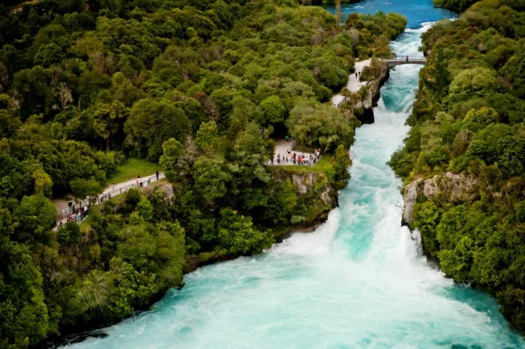 Huka-Falls-Taupo-2.CEXrKg