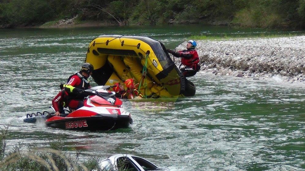 Aquabike in fiume trucchi.